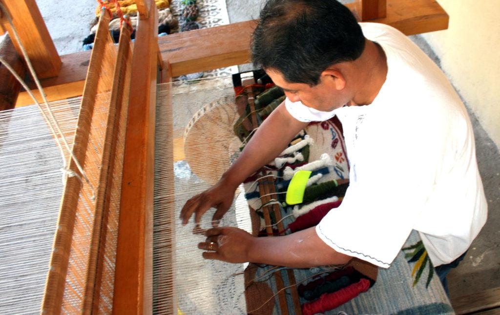 rugs-teotitlan-oaxaca-el-tono-de-la-cochinilla-gallery-2